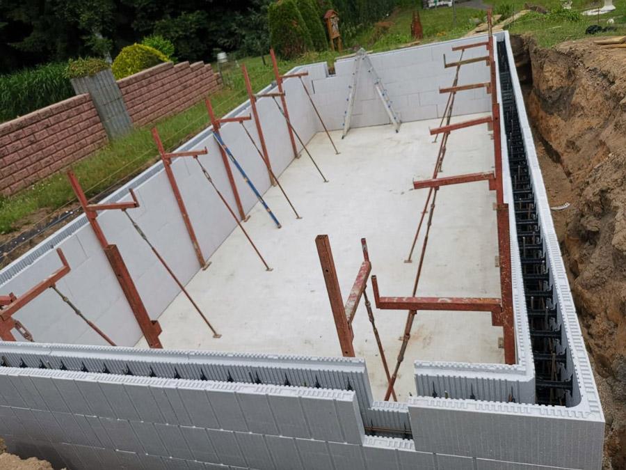 Réalisation d'une piscine en blocs polystyrènes BATISOL Concept